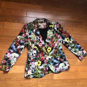 Brilliant blazer! Flowers galore!! 🌼🌱🌸🌹🌿